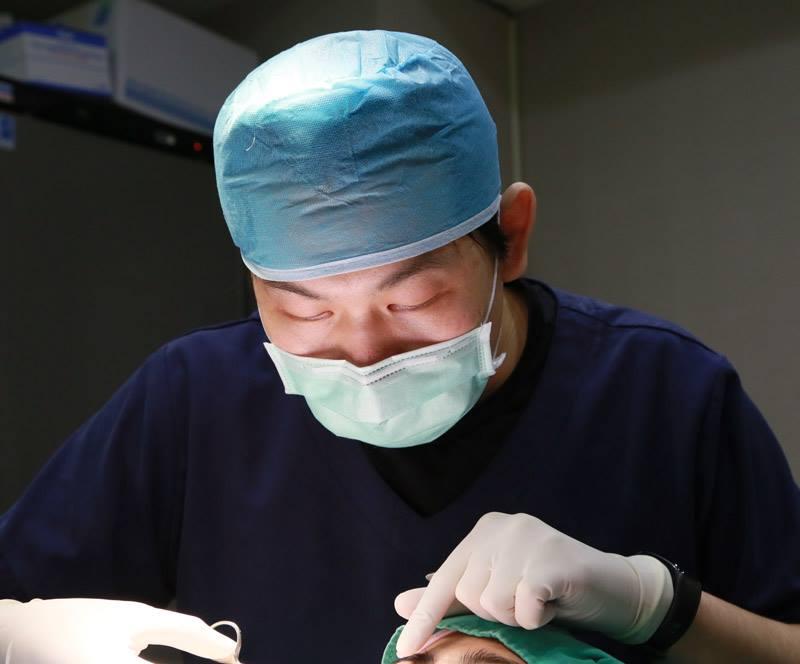 鄭源 醫師 植睫 手術