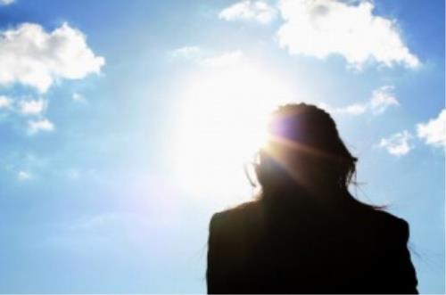冬季紫外線少 適合雷射護膚,夏天需注意防曬